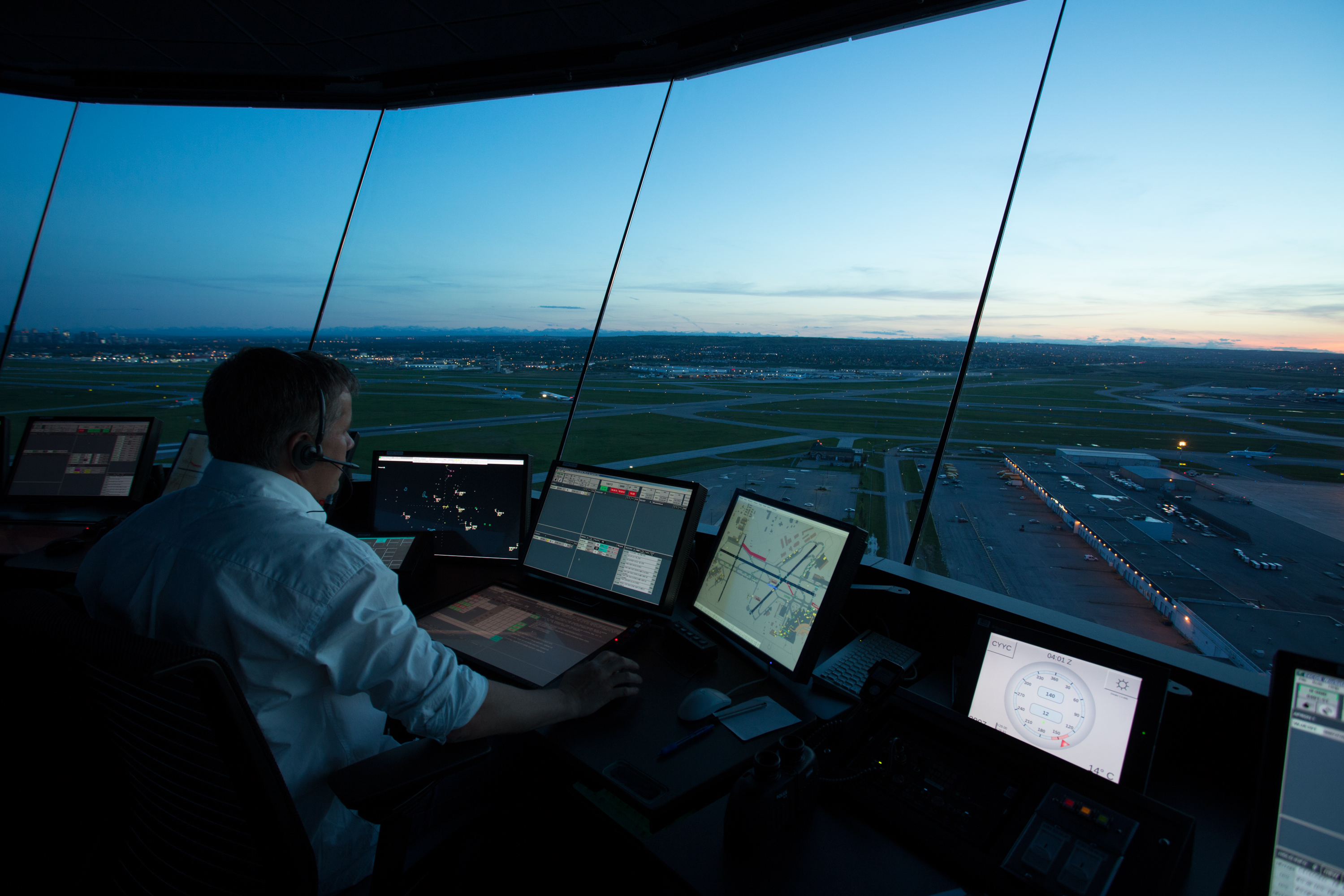 Air traffic controllers fear privatisation of aviation
